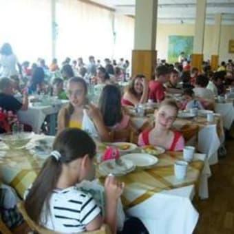ウクライナ 子どもたちの保養(2):子どもの絵、ボルシチ