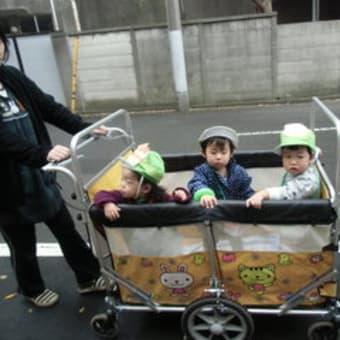 オバケに変身して、「トリックオアトリート!」   《スターキッズ上野桜木保育園》