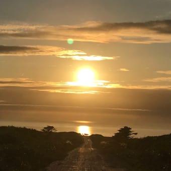 お客様から写真を頂きました。宗谷岬からの白い道。