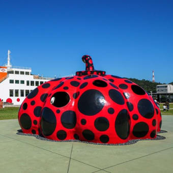 直島 赤かぼちゃ