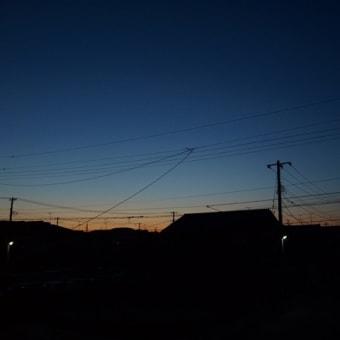 -4℃、西の空に満月……朝焼け
