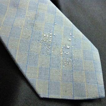 梅雨時のネクタイ