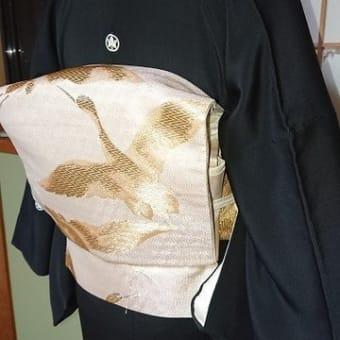 留袖の紋の位置と比翼の幅