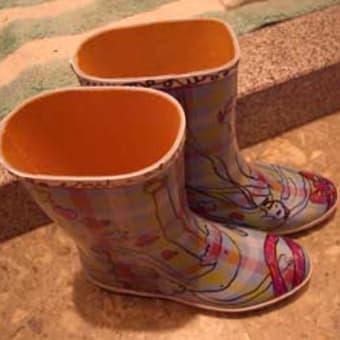 長靴に描いた。