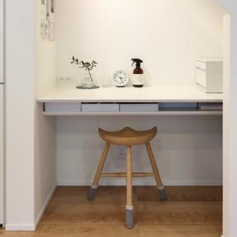 間取りと暮らしの工夫を生活に馴染む空間にデザイン設計するように・・・暮らしの感度をイメージしながら部屋と移動の連動を意識した階段・廊下・ホールの繋がり。