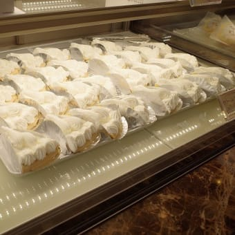 仔豚のナポリタンとエーデルワイスのクリームパイ