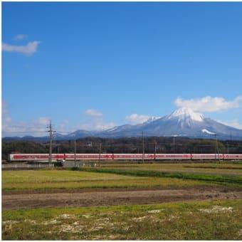 [伯耆町吉長付近]大山と列車
