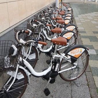 東海道本線は清水駅みなと口 レンタサイクルと373系特急「ワイドビューふじかわ3号」(2020年6月)
