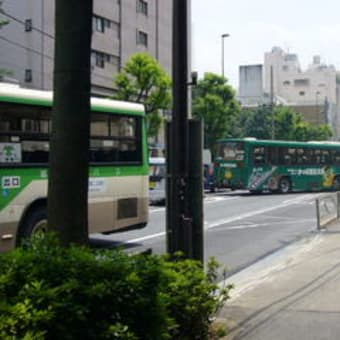 「奈緒子」:大塚車庫前バス停付近の会話