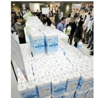 今日以降使えるダジャレ『2411』【経済】■開店前から行列50人、ヨーカ堂に山積みの「トイレ紙」