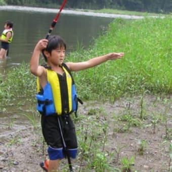 こどもたちのキャンプ  虫と魚と河原の石