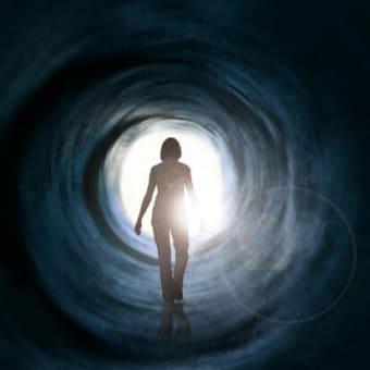 Q1.自殺してラクになりたいんです。 A1.残念ですが、自殺しても意識、魂はなくならず苦しみは消えません。Q2.自分の命だから、 死ぬのは自由でしょ?  A2.人間の命は神仏からいただいたものです。