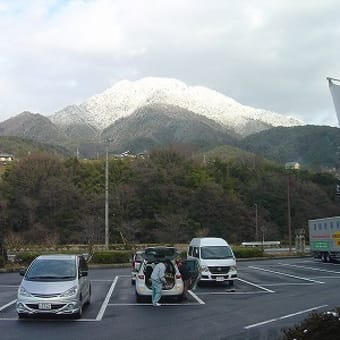雪は上がり、晴れ間が顔出しました。