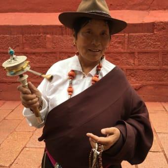 チベット カム地方の伝統的ファッション