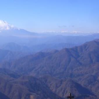 富士山と南アルプスを望む:丹沢塔ノ岳(大倉尾根)