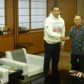 「これは世界的な民主主義の問題だ」。米・辺野古署名のロバート・カジワラさんが玉城沖縄県知事と面談