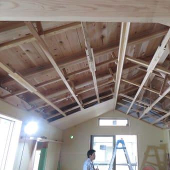 天井工事中です。