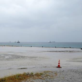 海が荒れてガット船が動けず、今週は土砂の海上搬送ができないまま週末を迎える。