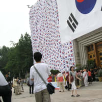 ソウル市庁(図書館)前、🇰🇷🇰🇷と住民
