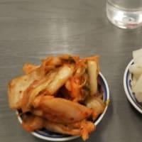 本日のディナーはふくちぁんラーメンFC平野店へ。折込チラシの200円引きクーポン利用で。せごんさんを若くした顔をしている外国人店員が。