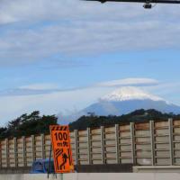 久ぶりにスクターで伊豆に向かいますと初冠雪の富士山でした