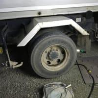 4トンダンプの出張タイヤ交換