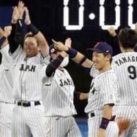 【侍ジャパン】ヤクルト・山田が均衡破る3点適時打