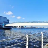 横浜・低すぎた「女神橋」が全面開通観光船が通れず追加工事、費用7000万円