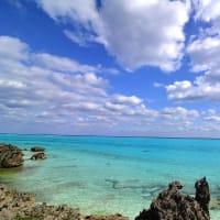 暖かい島に旅してきます。