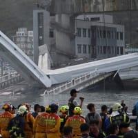 宜蘭で橋崩落 4人の遺体発見