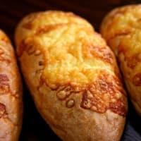 チーズたっぷり『チーズフランス』はいかがでしょうか(^^♪ 横浜の美味しいパン かもめパンです ♪