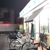ふくちぁんラーメン平野店からの帰り、飲み物を買うためにローソンストア100東住吉湯里店へ。パトカーが止まっていました。店員に聞くと万引きがあったとか。