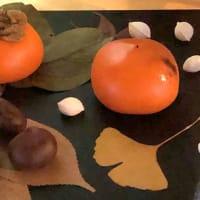 文銭堂店頭の青柿が赤く熟しました(工芸菓子)
