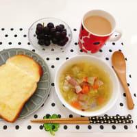 チーズトーストと野菜スープの朝ごはん