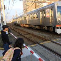 静岡鉄道は草薙駅にやって来る1000形とA3000すれ違い (2019年11月)