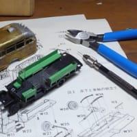 エコーモデルのボンネットバスキットを組む