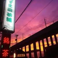 今日の夕焼け・・・大型台風19号接近の前触れ?西の空がオレンジ色に染まっていました。