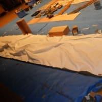 市民劇場、小道具が揃った。座敷、松、土手作成開始