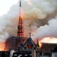 ノートルダム寺院が火災
