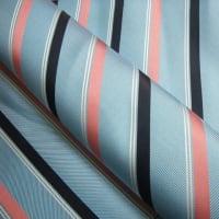 この時期のネクタイの色は明るめ