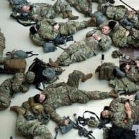 左翼の本質!・・・米首都警備の州兵ら、地下駐車場に寝かされる 批判殺到