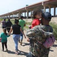 トランプ米政権の不法移民対策  メキシコをねじ伏せ、米国内では一斉検挙へ 中米への支援は停止