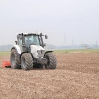ロータリー耕を作業中です。