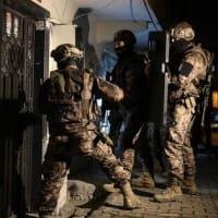 イスタンブルの対テロ作戦で、容疑者20人拘束