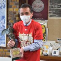 Vリーグ14年ぶり8度目の優勝のサントリーサンバーズが箕面市長を表敬訪問しました