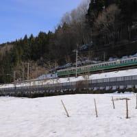 残雪と115系初代長野色