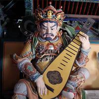 【韓国仏国寺 結界でギター奏でる「仁王さん」4体】