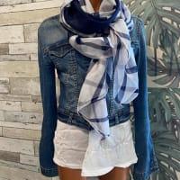 今の季節におすすめストールやスカーフを素材別でご紹介します-インポートオシャレなストールの選び方