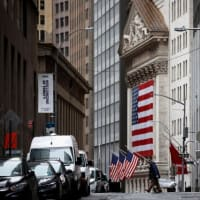NY株反落、360ドル安米雇用悪化で景気懸念