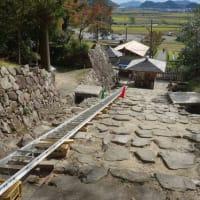 安土城跡・竹田城跡 階段・石垣改修工事にユニパーの法面リフト活躍